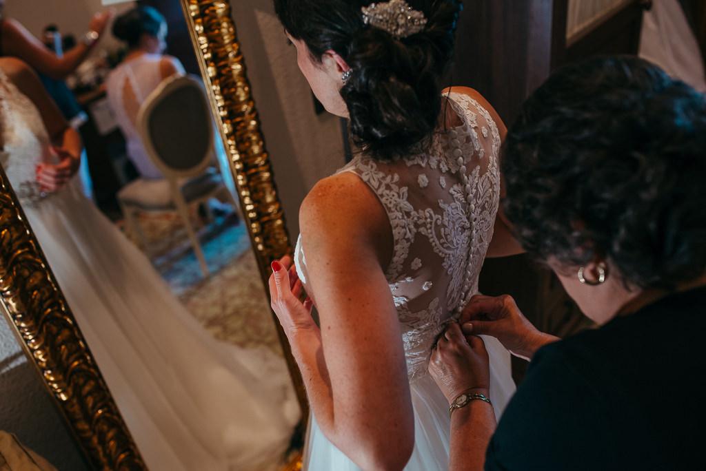 documentary wedding photography barcelona bride fitting wedding dress