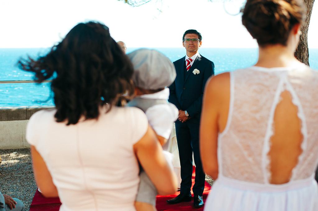 groom waiting for his bride wedding far de tossa de mar