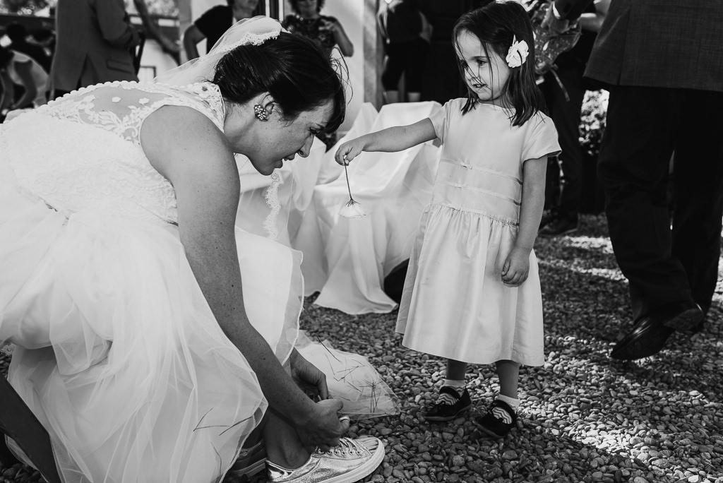 kid at wedding documentary photo girona