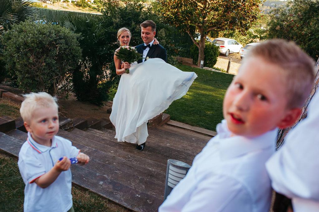 groom carrying the bride wedding girona