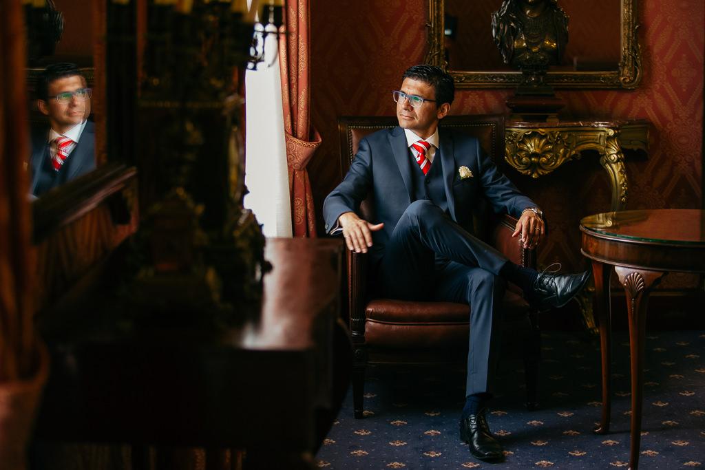 ideas for groom portrait documentary wedding photo barcelonagraphy