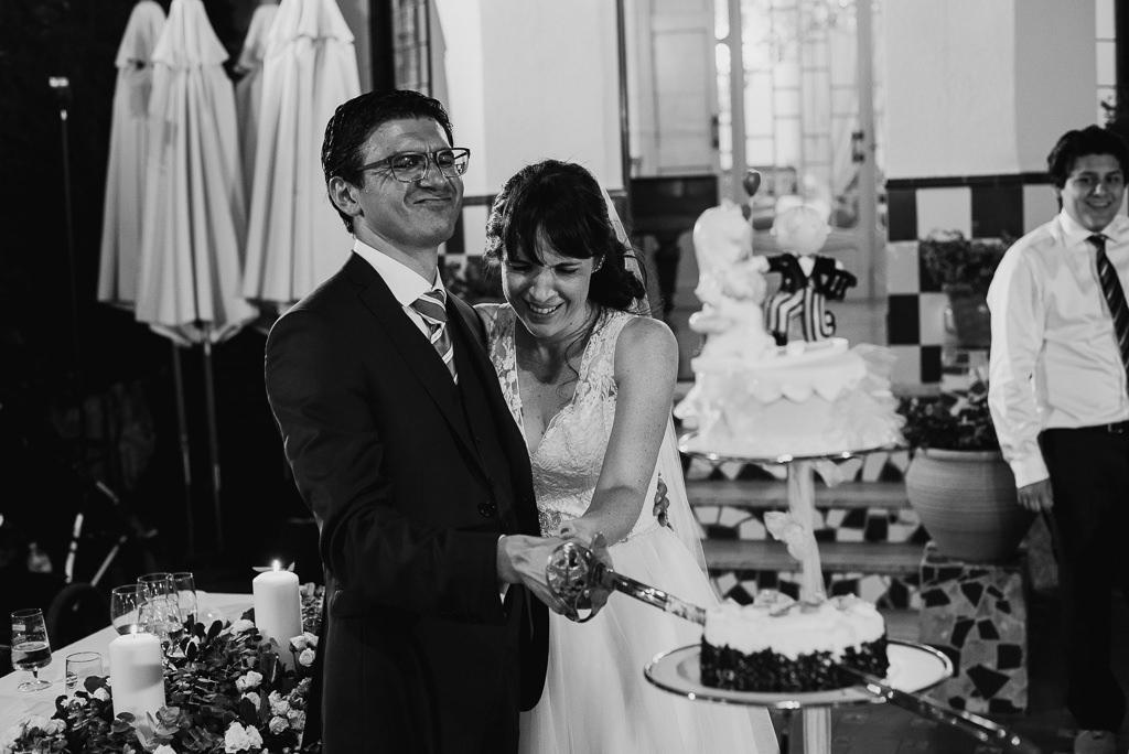 cutting the cake photo wedding barcelona
