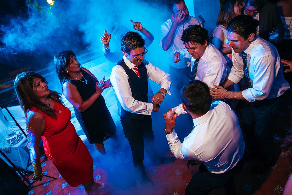 groom at the dancing floor wedding photography girona