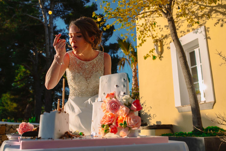 bride eating the wedding cake sitges