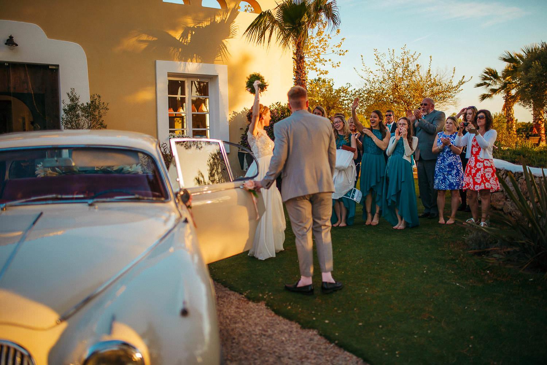 bride and groom leaving the wedding venue vila casanova