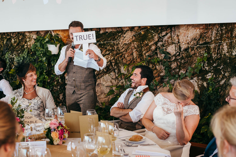 documentary wedding photography barcelona embarrassed bride wedding game