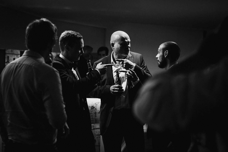 casual moment documentary wedding photo barcelona