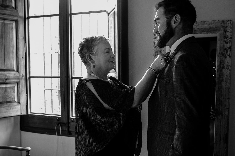 Documentary wedding photographer Groom's preparation