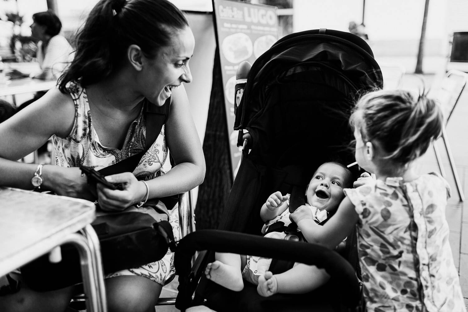 little kids laughing during documentary family photography session in Barcelona