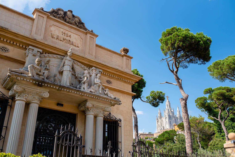 Facade of the building of Biblioteca Almirall