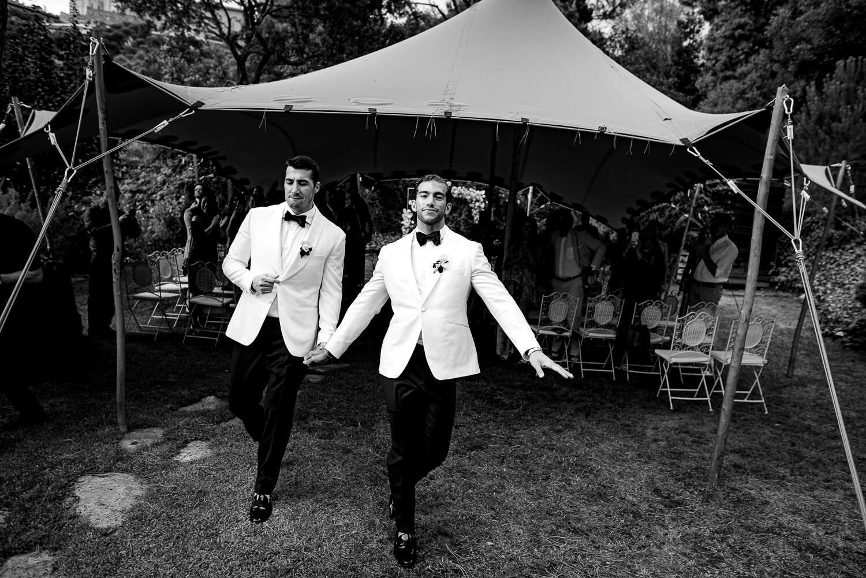 groom leaving wedding ceremony at Biblioteca Almirall