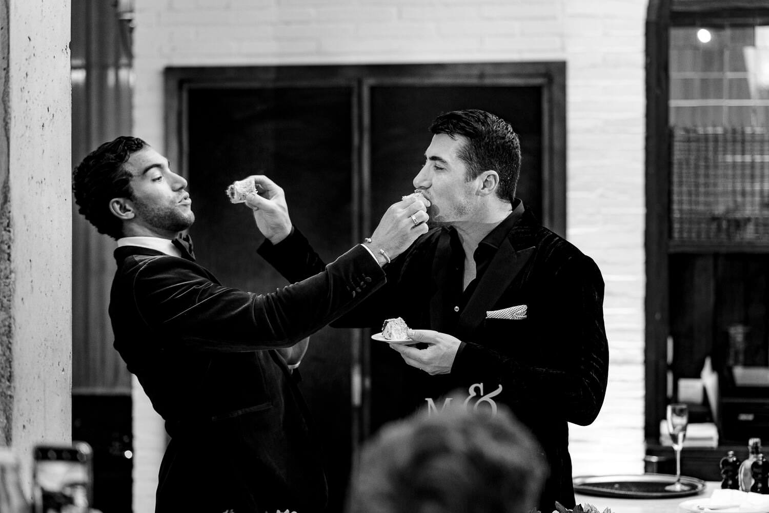 grooms cutting the cake at their wedding dinner at soho house